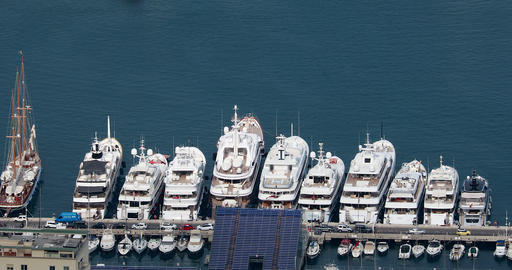 Aerial View Of Luxurious Yachts And Megayachts Lined Up In The Monte-Carlo Archivo