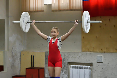 Orenburg, Russia, December 16, 2017 years: the girls compete in weightlifting フォト