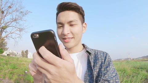 man use phone ビデオ