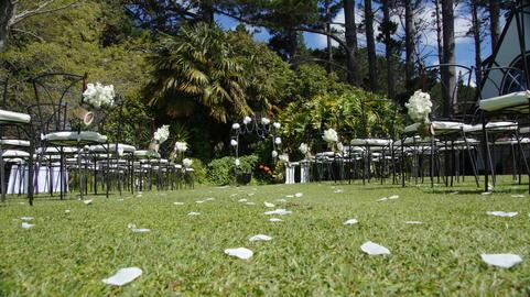 Shot of a beautiful garden wedding venue フォト