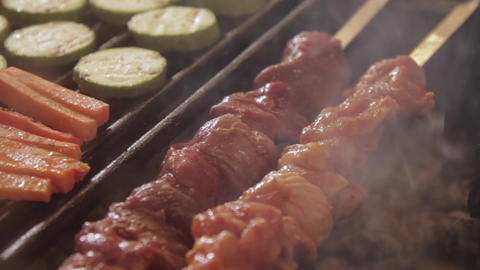 Close-up view of meat and vegetables on the grill 영상물
