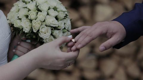 Wedding rings on the hand of young people ビデオ