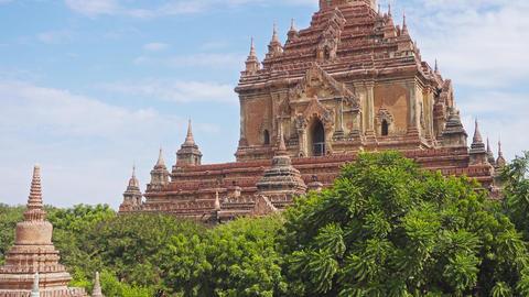Htilominlo Pagoda (Paya) in Bagan, tilt view Footage