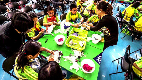 Primary pupils prepare for the tie-dye under the help of teacher.slow motion Footage