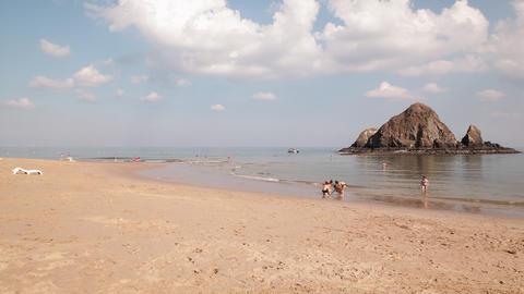 windy hotel beach near dubai time lapse Footage