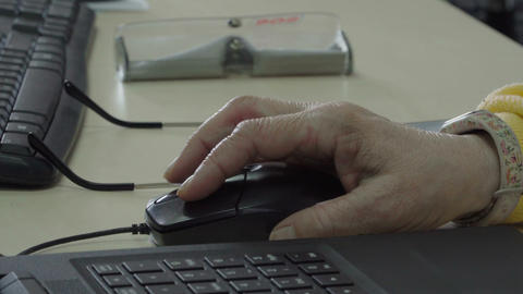 Senior woman using computer mouse 영상물