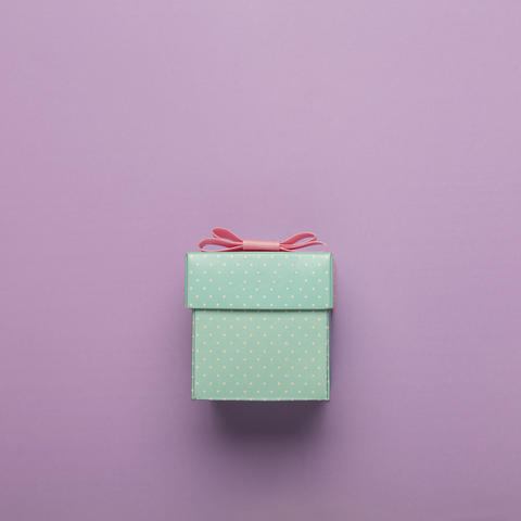 MINIMALISM. gift box, pink bow, holiday, free space for text. copy space. esign Photo