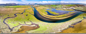 Aerial view of the Glaslyn Marshes close to the railway with the Snowdonia フォト