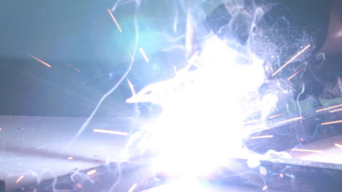 Welding electrode , sparks fly from electric 3 ビデオ
