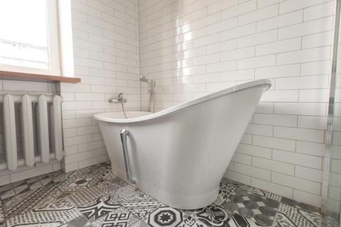 classic bathroom with bathtub フォト