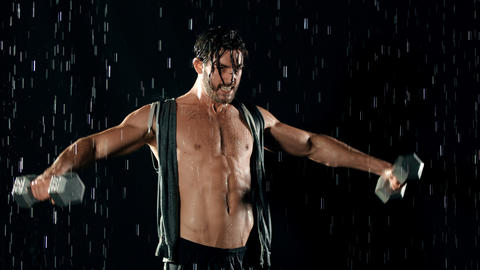 Athletic Man Working Out In The Rain 영상물