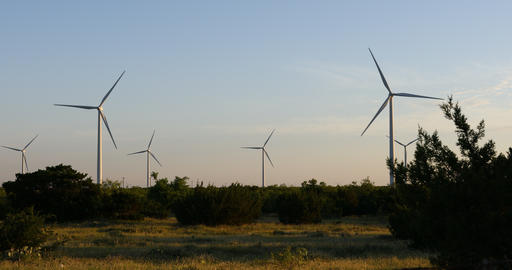 Wind Turbines in a field near Abilene Texas ビデオ