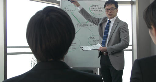 Japanese boss setting the standard and strategy for his team ภาพวิดีโอ