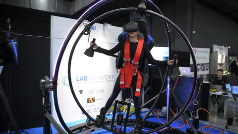 Virtual reality gyroscope simulator Live Action