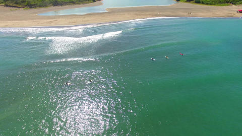 aerial view of surfer and waves Live影片
