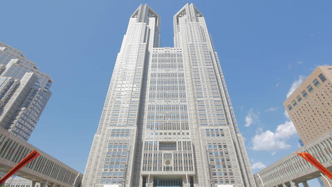 Tokyo Metropolitan Government Building and moving clouds against the blue sky ビデオ