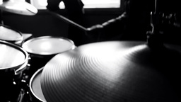 Drummer in studio GIF 動畫