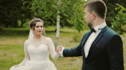 wedding couple walking ビデオ