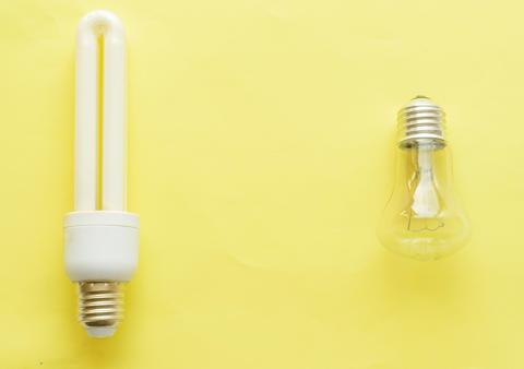 Energy-saving Lamp vs. incandescent lamp フォト