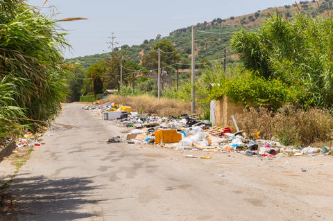rubbish along a secondary road in a village フォト
