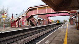 Regional train West Midlands Railway arriving at Stratford upon Avon station ビデオ