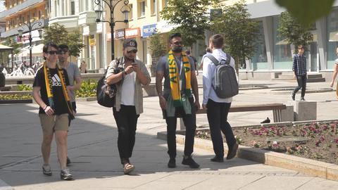 Australian football fans in Samara during 2018 FIFA world Cup ビデオ