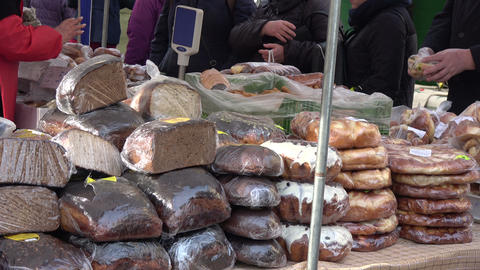 bread and pie loafs in agriculture market ビデオ