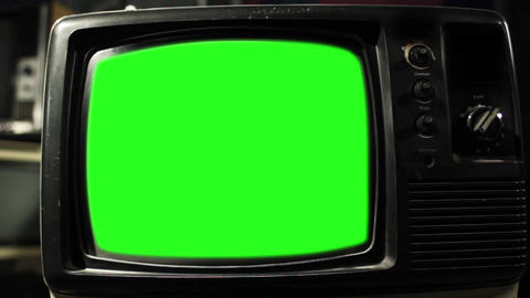 Vintage Tv Green Screen. Aesthetics Of The 80S. Zoom In Fast ライブ動画