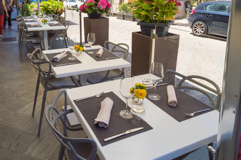 Terrace table of a Monreale restaurant with the old town in the フォト