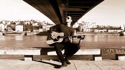 Guitarist under the bridge GIF 動畫