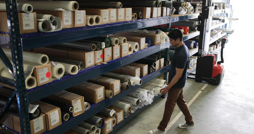 Male looking for item in distribution warehouse Archivo