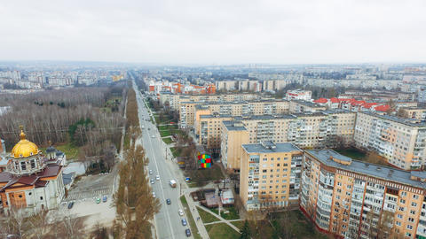 Aerial view of city road and moving cars and park from a bird's eye view Fotografía