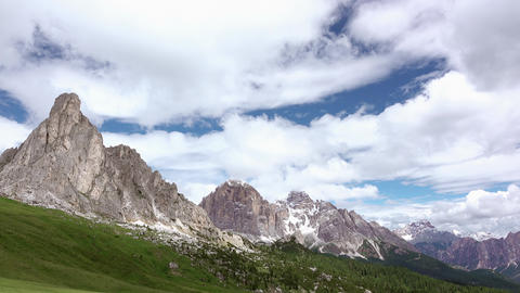Beautiful Clouds over the Dolomites. Fast Motion Archivo