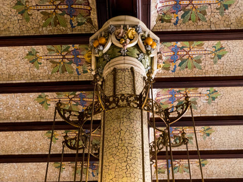 column covered with mosaic in the north train station in Valencia, spain Fotografía