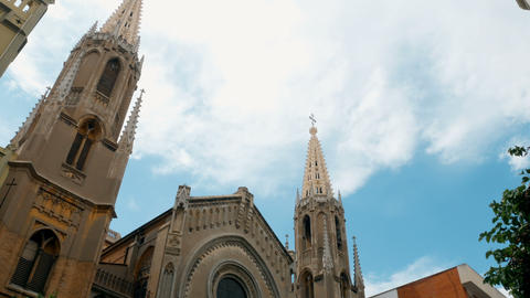 tracking shot on church in Valencia, spain 영상물