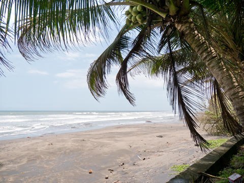 Beautiful beach on tropical island Fotografía