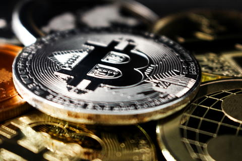 Bitcoin coin amoung other crypto currencies - an upcoming revolution - bitcoin フォト