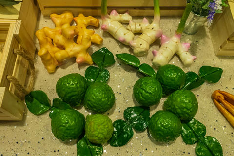 Bergamot and galangal are used in the production of Thai herbal medicines フォト