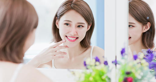 beauty woman touch her face Live影片