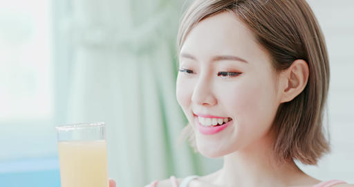 woman drink juice Live影片