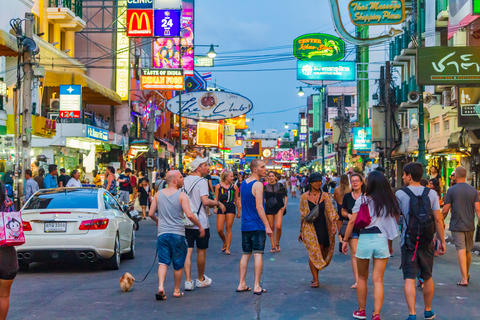 Khao San Road, famous tourist destination and popular tourist Fotografía