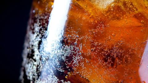 4K cola soda rootbeer mixed water in the glass with ice ライブ動画