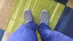 Man Taps Feet While Waiting for Something ビデオ