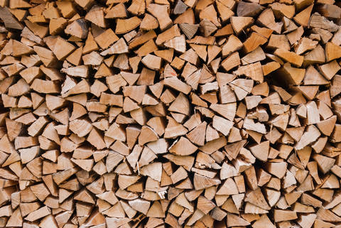 Chopped wood piled in a woodpile and prepared for heating in winter. Alpine フォト