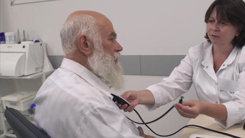 Medical professional tests the ear of an adult man Archivo