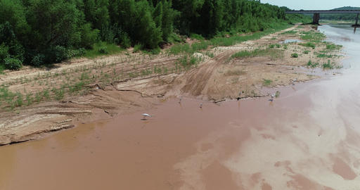 Aerial drone video of the Red River bordering Texas and Oklahoma Archivo