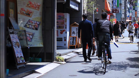 Street middle shot shallow at West Shinjuku ビデオ