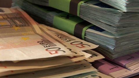 0002 Geldzaehlen Euros Stock Video Footage