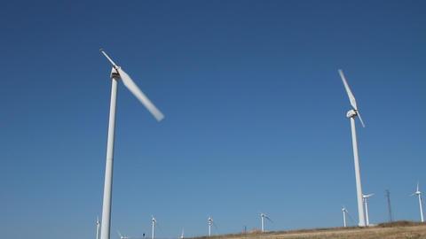 Field of single blade wind turbines Stock Video Footage