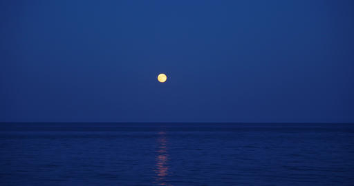 The rising of the full moon over the sea Live Action